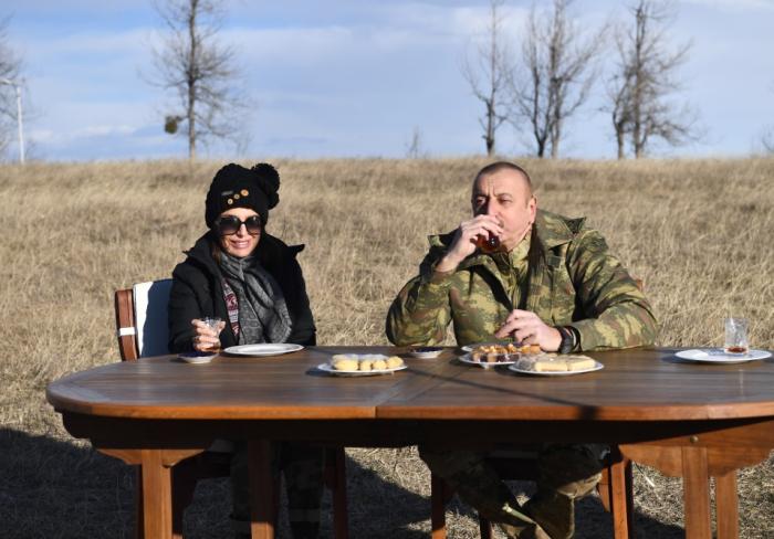 Prezident Cıdır düzündə paxlava ilə çay içdi -  VİDEO+FOTOLAR