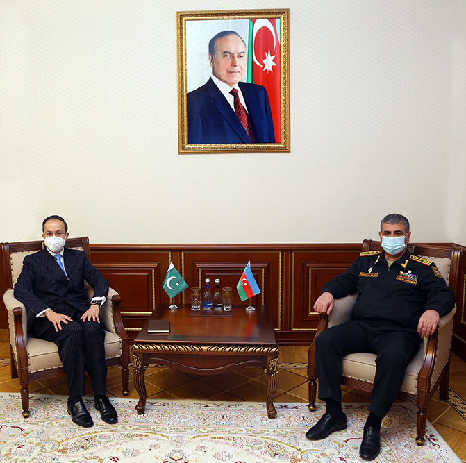 Azerbaijan, Pakistan discuss prospects for development of military cooperation