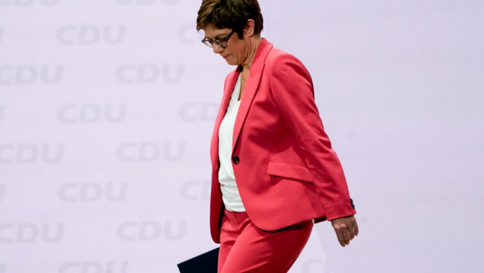 Kramp-Karrenbauer geht, Merkel druckst, Söder strahlt
