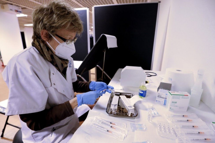 Coronavirus: Pfizer vaccine deliveries delayed in EU