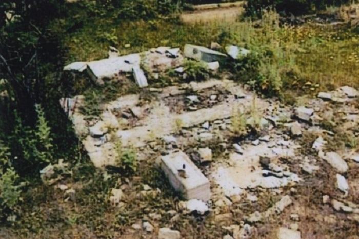 Vandalismo armenio:   Cementerio demolido -   VIDEO