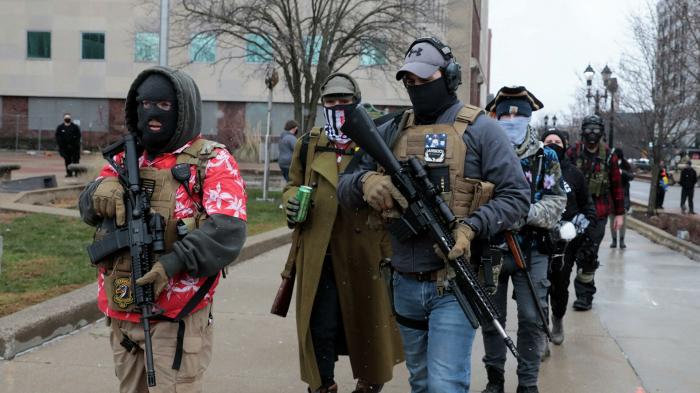 Dutzende bewaffnete Amerikaner am Parlamentsgebäude in Michigan   – Video