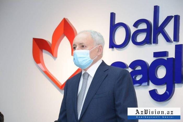 El ministro de Salud de Azerbaiyán afirma que la vacuna contra el COVID-19 es bastante segura