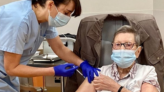 France launches COVID-19 vaccination for people over 75