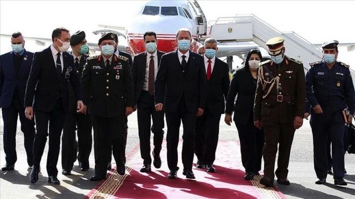 Le ministre turc de la Défense entame une visite en Irak