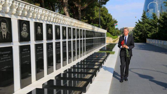 British Ambassador to Azerbaijan honours memory of martyrs of January 20 tragedy