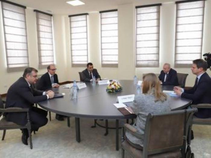 Ayvazián discutió Karabaj con los embajadores de los países copresidentes