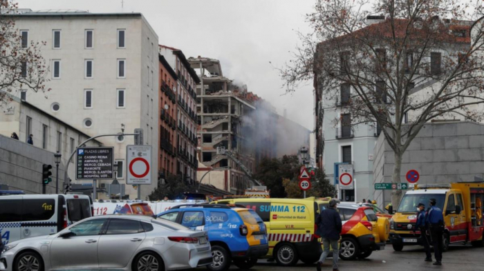 Explosion rocks central Madrid, several wounded