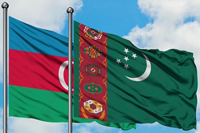 Le ministre azerbaïdjanais des Affaires étrangères a rencontré son homologueturkmène