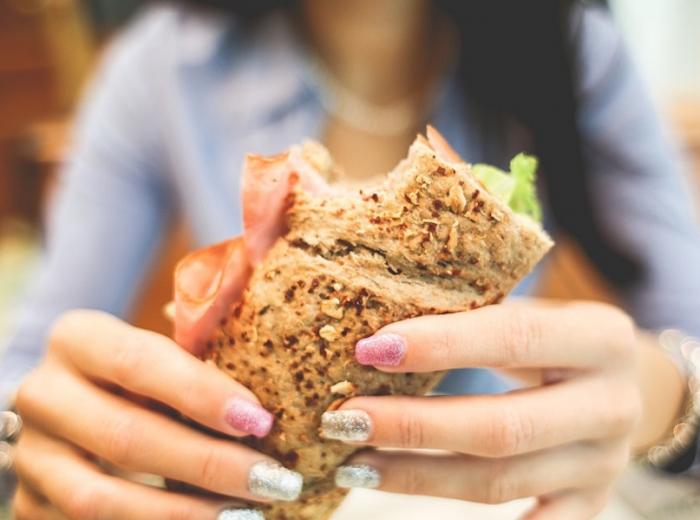Voici les 5 pires aliments qui peuvent développer la cellulite