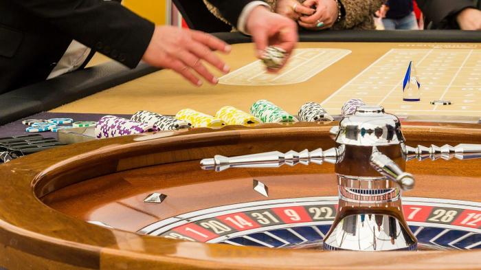 22 Glücksspieler in Dreizimmerwohnung: Polizei beendet illegale Zockerrunde in Berlin
