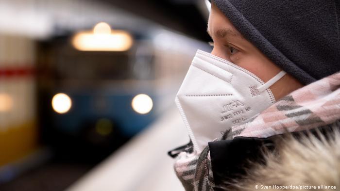 China registra 80 nuevos casos de coronavirus y Hong Kong supera los 10.000 contagios