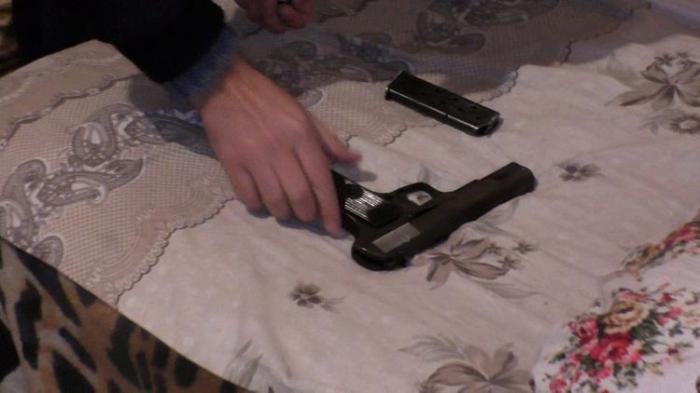 Yastığın altından silah-sursat çıxdı -   FOTO