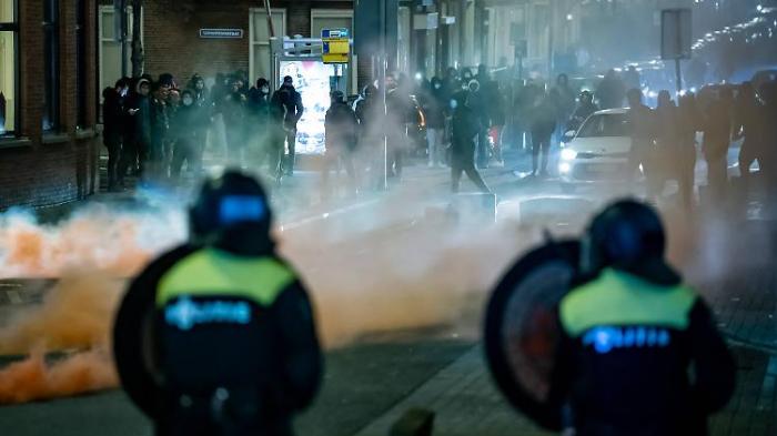 Unruhen in den Niederlanden gehen weiter