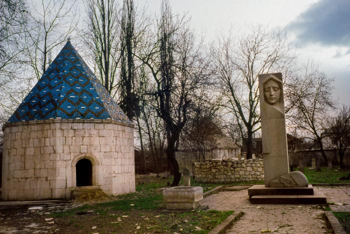 Los armenios destruyeron la tumba de Natavan y se llevaron sus huesos