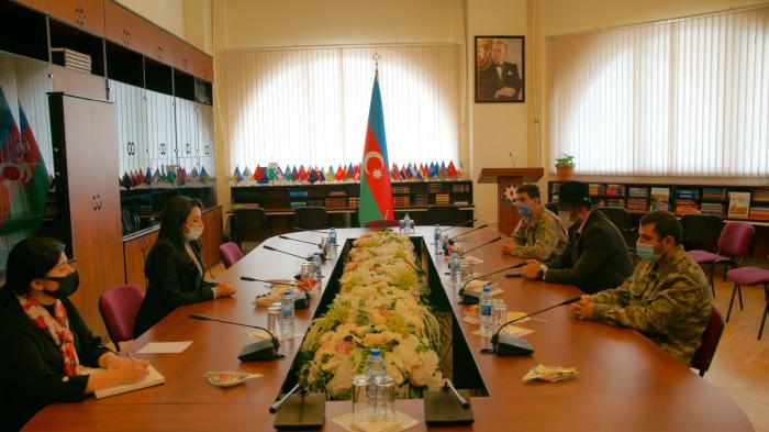 La Defensora del Pueblo de Azerbaiyán celebra una reunión con los veteranos