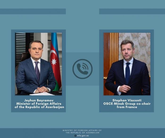 Jeyhun Bayramov conversa por teléfono con el copresidente francés