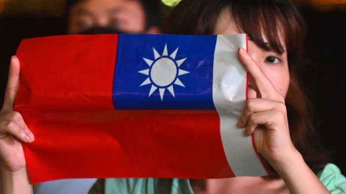 China warns Taiwan independence from Beijing