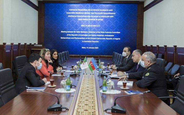 رئيس اللجنة يلتقي بالسفيرة الجزائرية