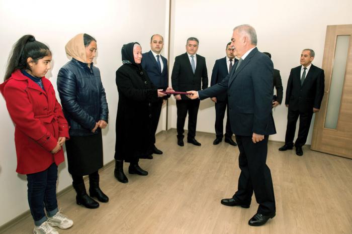 Yeni binada ilk mənzil şəhid ailəsinə verildi -  FOTO