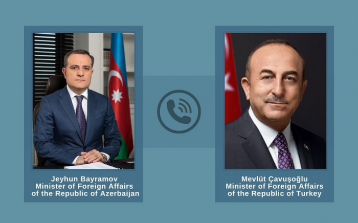 Djeyhoun Baïramov et Mevlut Cavusoglu discutent de l