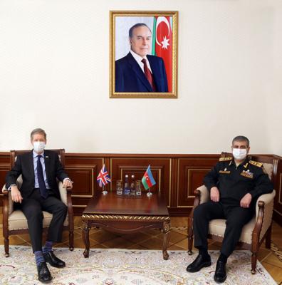 التعاون العسكري يبحث بين اذربيجان وبريطانيا العظمى