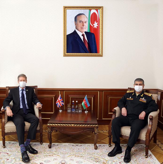 Azərbaycanla Britaniya arasında hərbi əməkdaşlıq müzakirə edildi