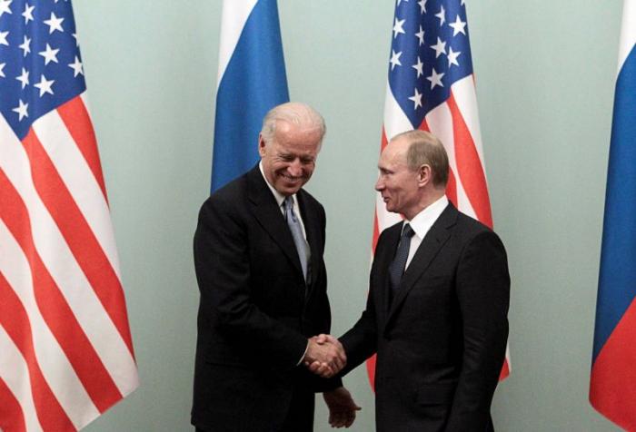 Vladimir Poutine et Joe Biden tiennent leur premier entretien téléphonique