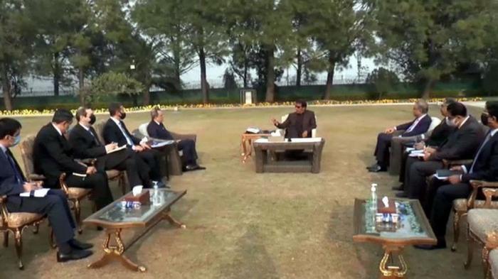 Jeuhun Bayramov meets with Pakistani PM Imran Khan
