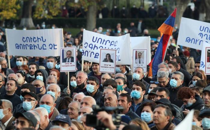 Vor dem armenischen Parlament findet eine Protestaktion statt