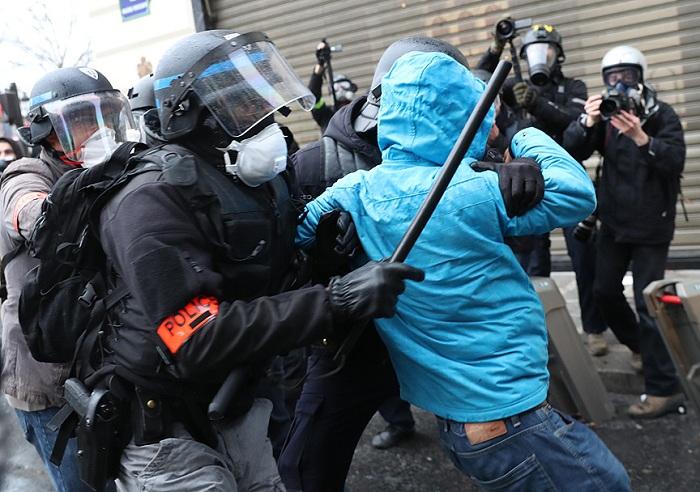 Fransada qarşıdurma:  10-dan çox polis yaralandı