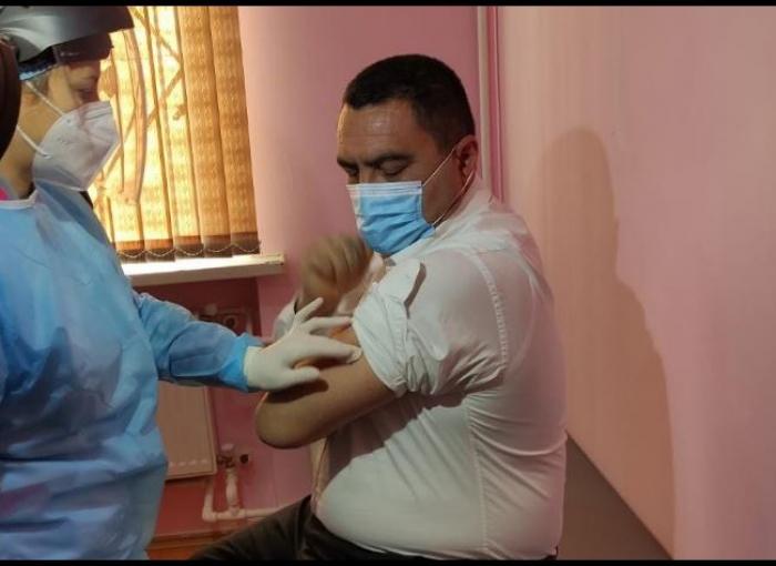 Deputat koronavirusa qarşı peyvənd olundu