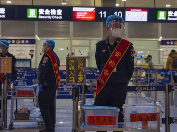 China suma casi 100 casos locales y Hong Kong sufre un nuevo repunte en su cuarta ola