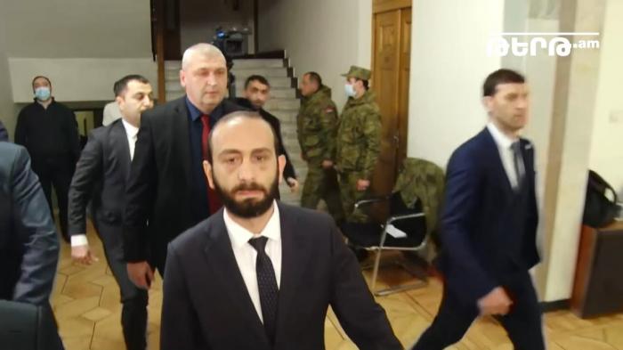 """Mirzoyan Paşinyanın """"Şuşa qalmaqalı""""ndan danışmaq istəmədi"""