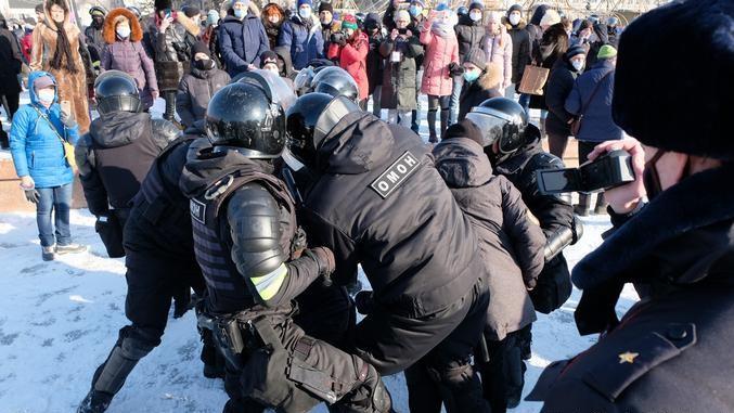Rusiyada Navalnıya dəstək aksiyaları keçirilir -  FOTO