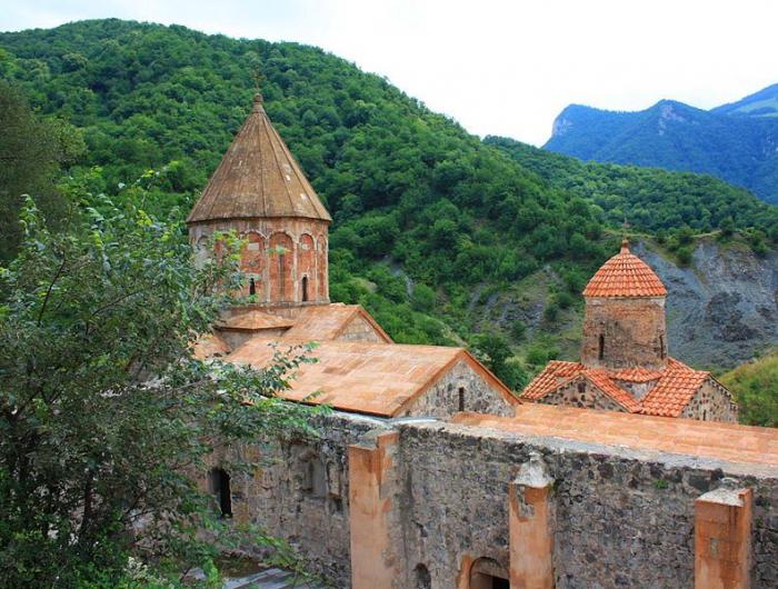 Ermənilər Xudavəng monastrını ziyarət edib