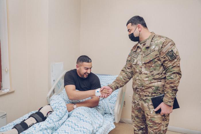 """""""YAŞAT"""" şəhid anasının və iki qazinin əməliyyat xərclərini ödədi -  FOTOLAR"""