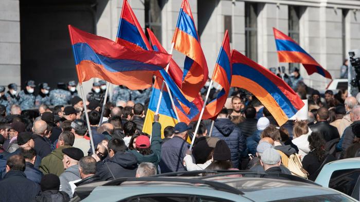 Ermənistan müxalifəti bu gün də mitinq keçirir