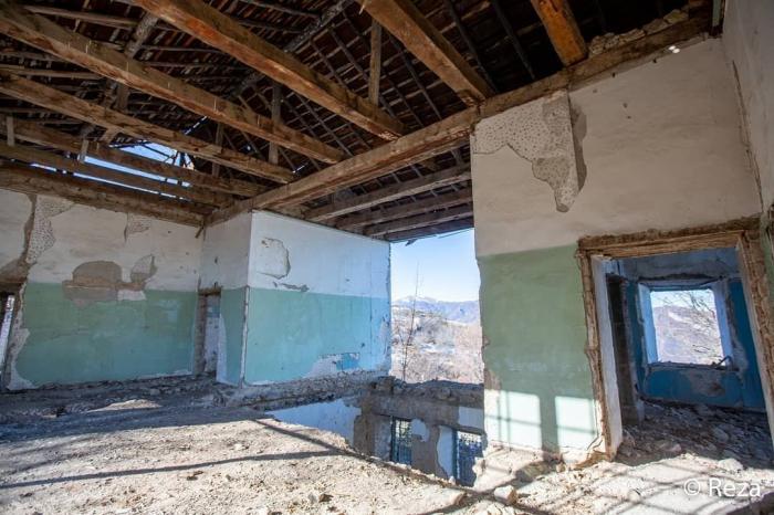 Famous photojournalist shares images of destroyed Javanshir Khan Palace in Shusha