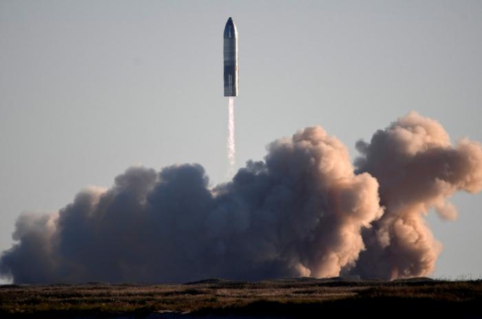 SpaceX prototype rocket blows up on landing