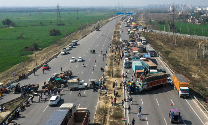 Roads blocked in India because of farm protests