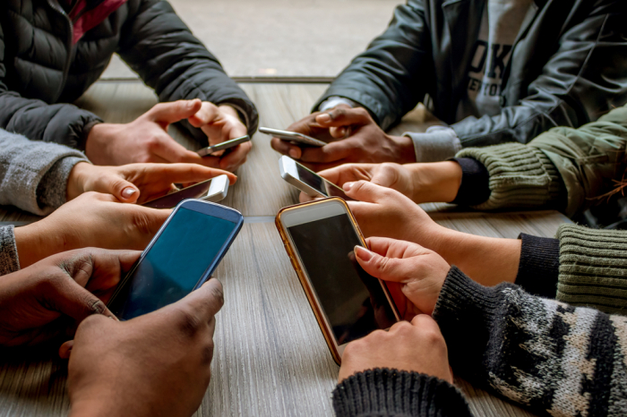 How texting makes pandemic stress worse -  iWONDER