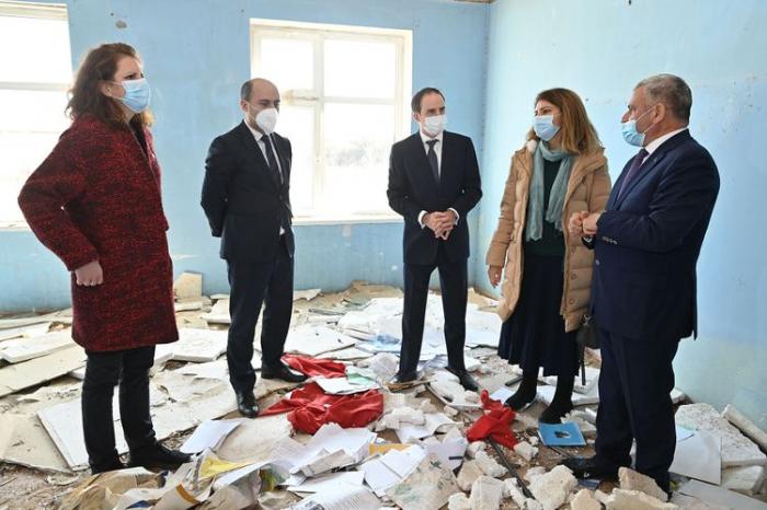 UNICEF, ICRC reps visit Azerbaijani schools destroyed by Armenians –   PHOTOS