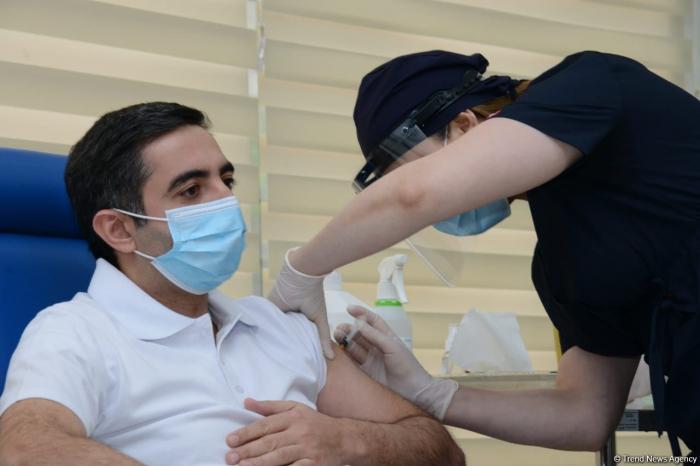 Chairmen of Azerbaijani MHI, TABIB get second dose of COVID-19 vaccine