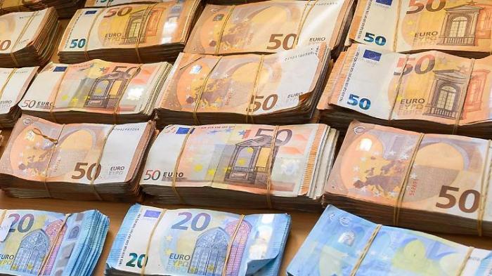 Europäer sparen Hunderte Milliarden Euro