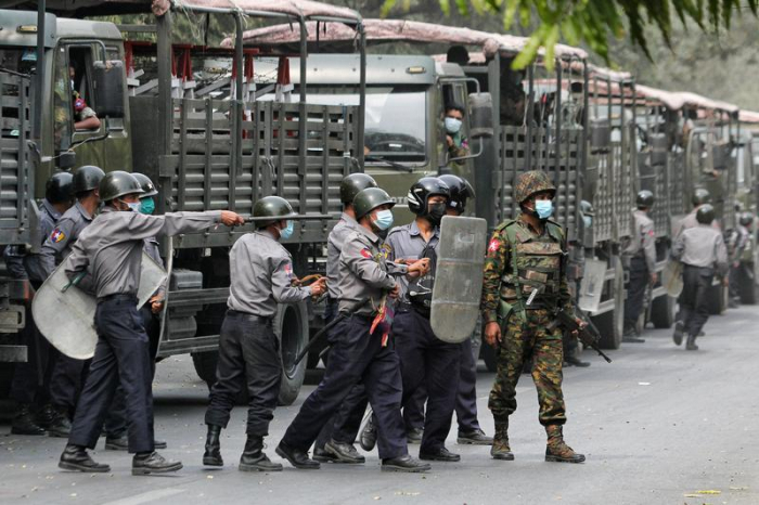 Thousands of people continue protesting against Myanmar