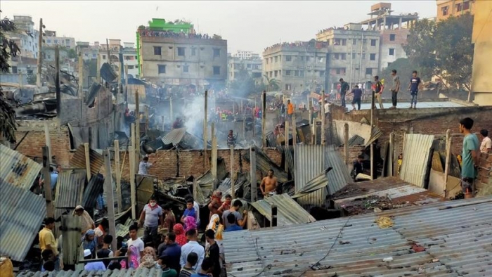 Un incendie ravage150 maisonnettes des bidonvillesdans la capitale bangladaise