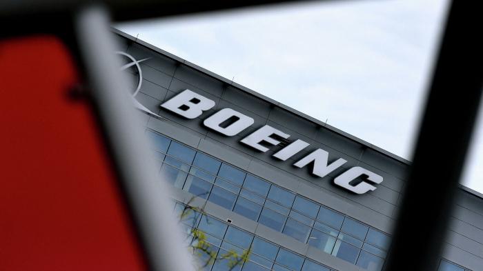 Nach Vorfall bei Denver: Boeing empfiehlt Teilaussetzung des Betriebs von 777-Flugzeugen