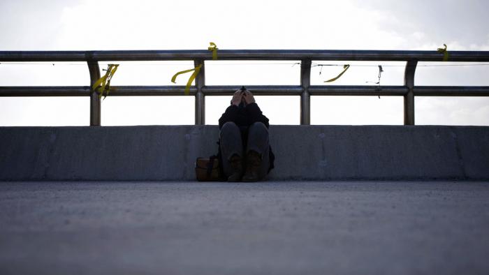 Estudio revela que cerca del 7 % de los menores en Reino Unido ha intentado suicidarse antes de los 17 años