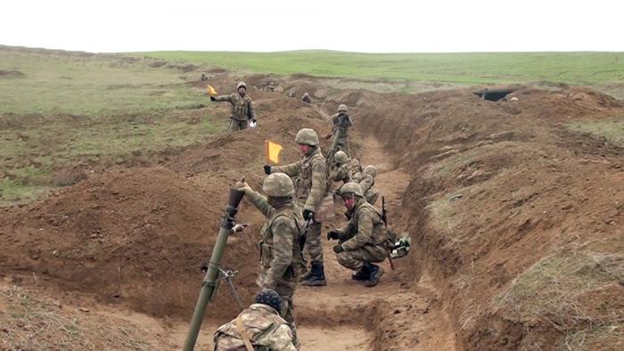 Les exercices de tir réel des batteries de mortier de l